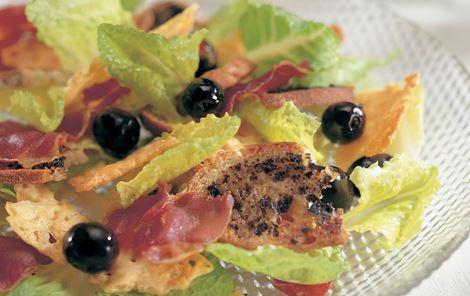 Salat med sprøde osteflager