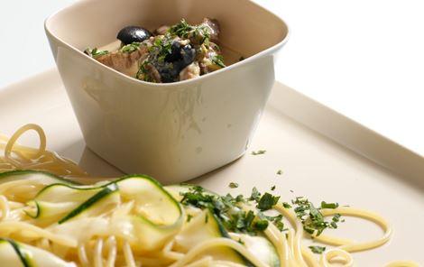 Oksestrimler i olivensauce