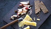 Honning-marinerede æbler til ost