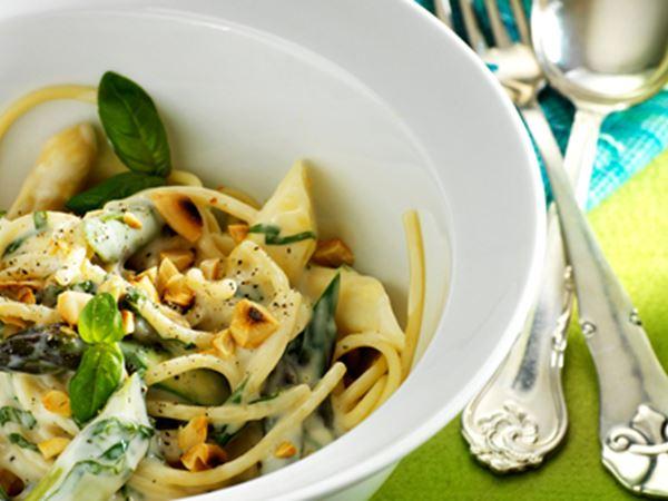 Pasta med hvide og grønne asparges