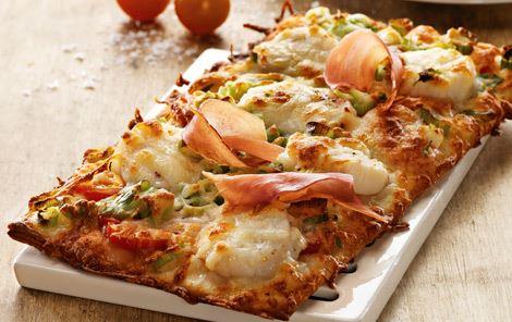 Pizza med kammuslinger og skinke