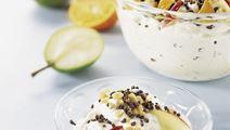 Frugtsalat med yoghurt og fløde