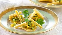 Gul salsa på nachos
