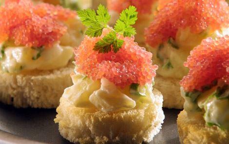Stenbiderrogn på aspargeskartoffelsalat