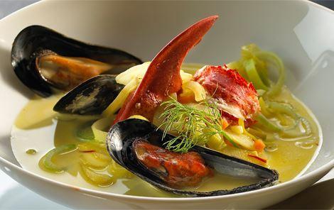 Suppe med hummer og muslinger