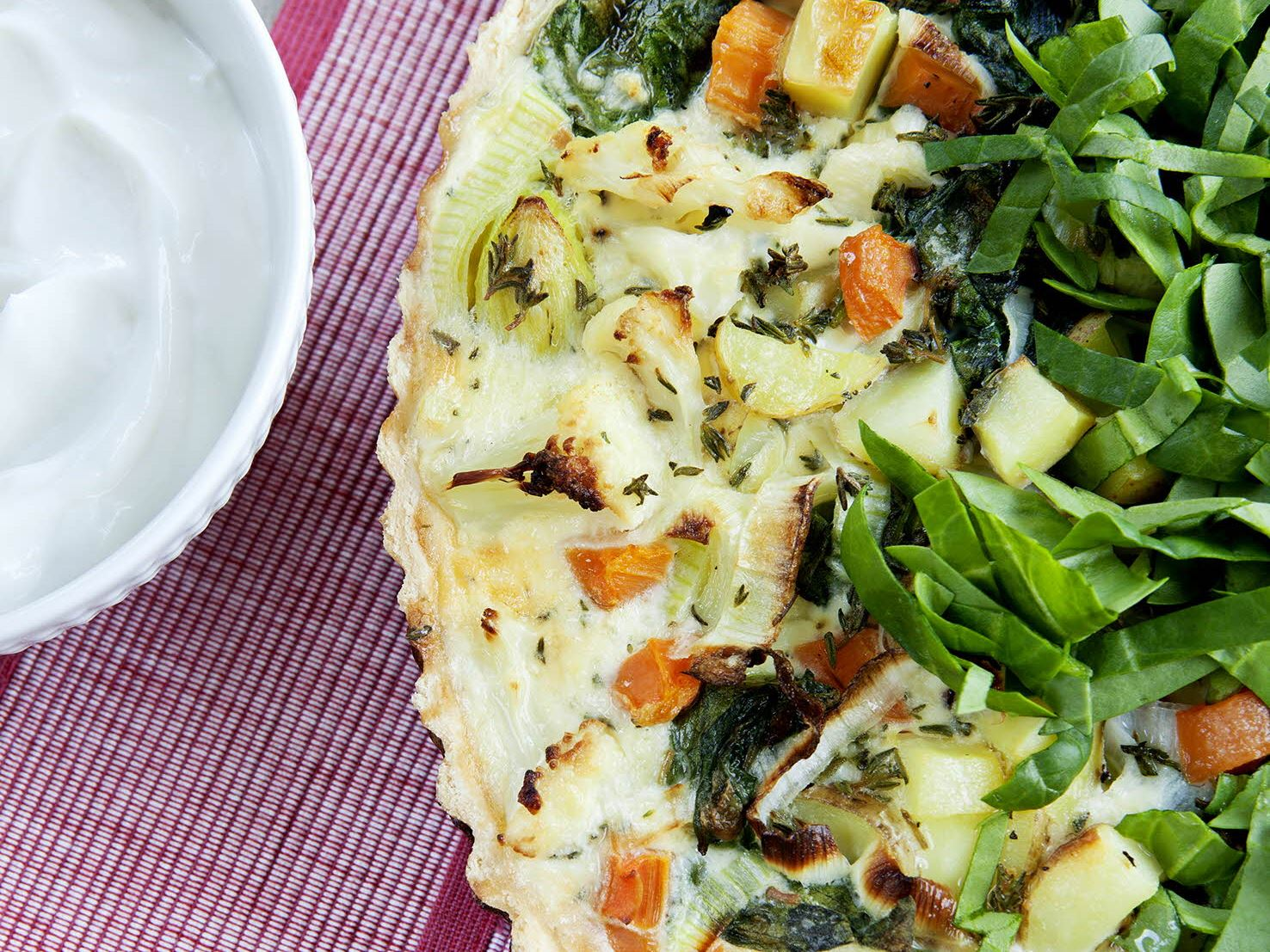 Grøntsagstærte med spinat og kartofler