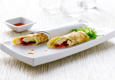 Tynde omeletter med krydret fyld