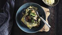 Åben lasagne med aubergine og grønkålspesto
