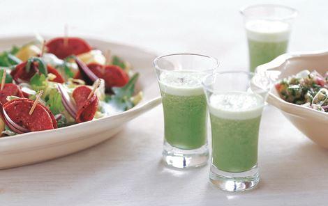 Oksespegepølse med agurkechutney og rucolashot