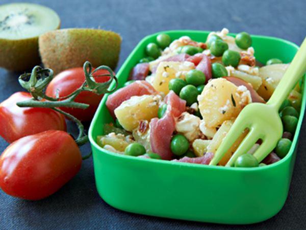Kartoffelsalat med soltørrede tomater og ærter