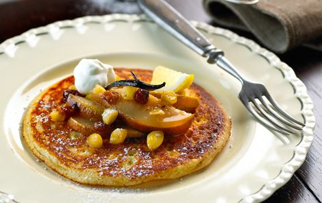 Tykke pandekager med pærekompot