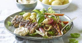 Grillstegte grøntsager og grisegrillspyd