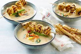Nem kartoffelsuppe med kyllingespyd og wokgrønt