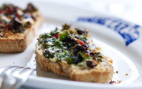Peberfrugt- og oliventapenade