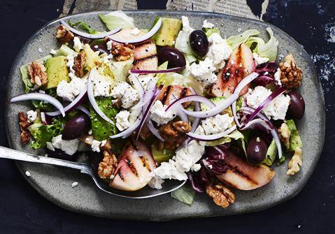 Salat med grillede ferskner