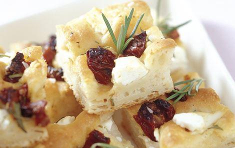 Focaccia med tomat og ost