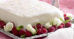 Nem bryllupskage med hindbær
