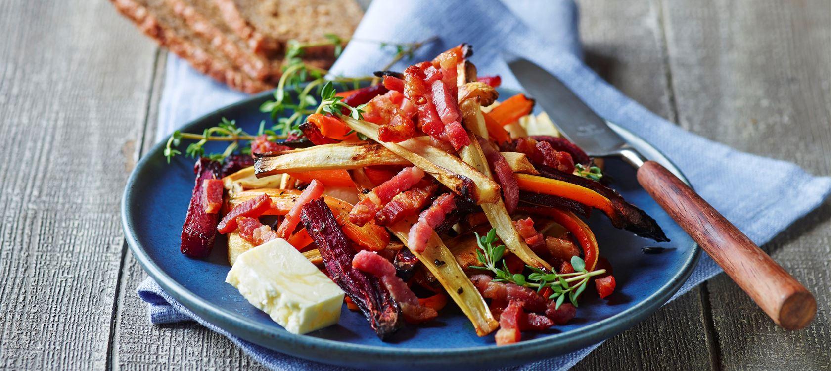 Bagte rodfrugter med bacon - Opskrifter - Arla
