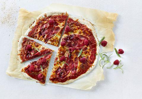 Fuldkornspizza med serranoskinke og rosmarin