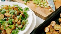 Kartoffelsalat med stegte kartofler