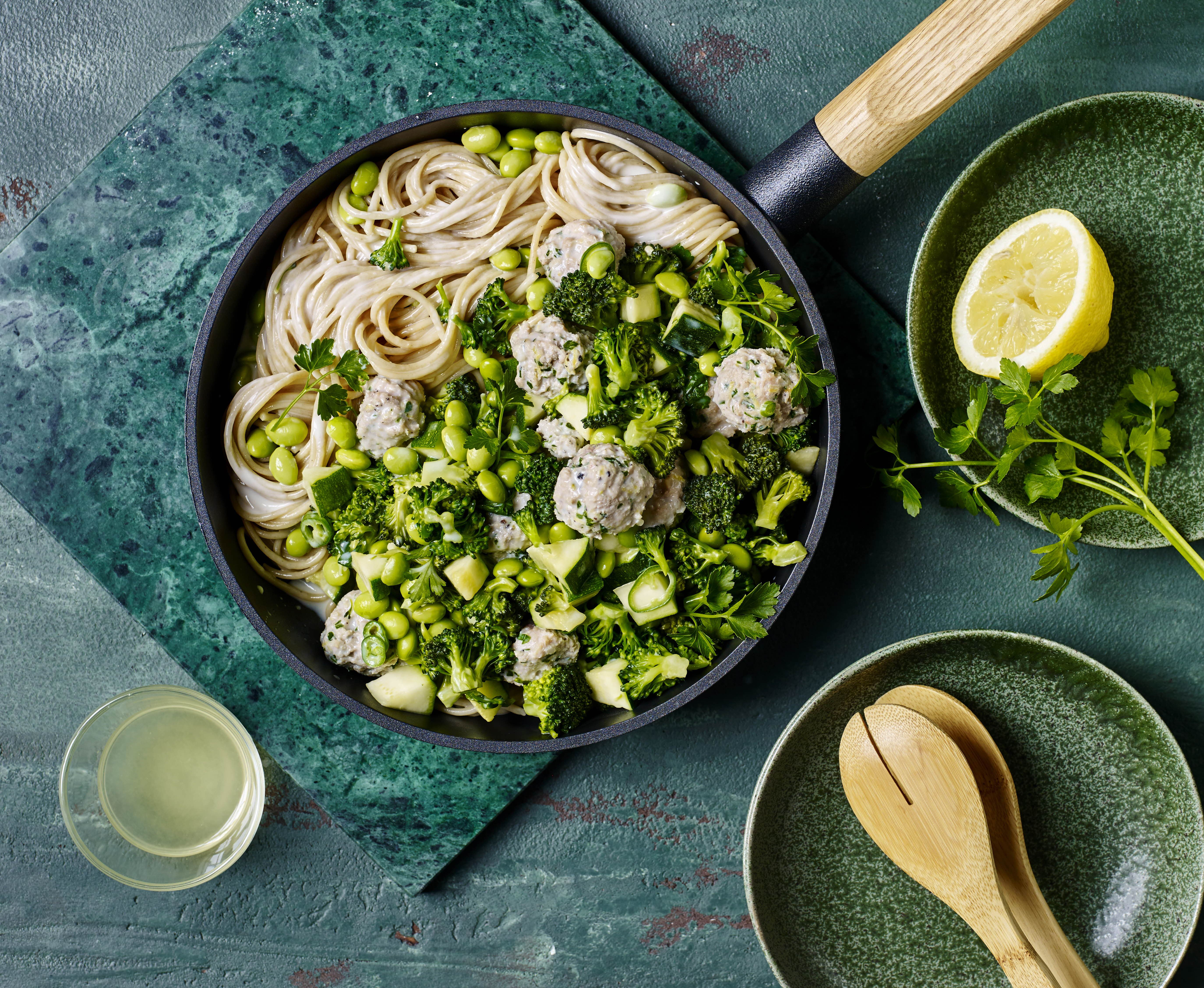 Grøn pastasauce til kyllingekødboller