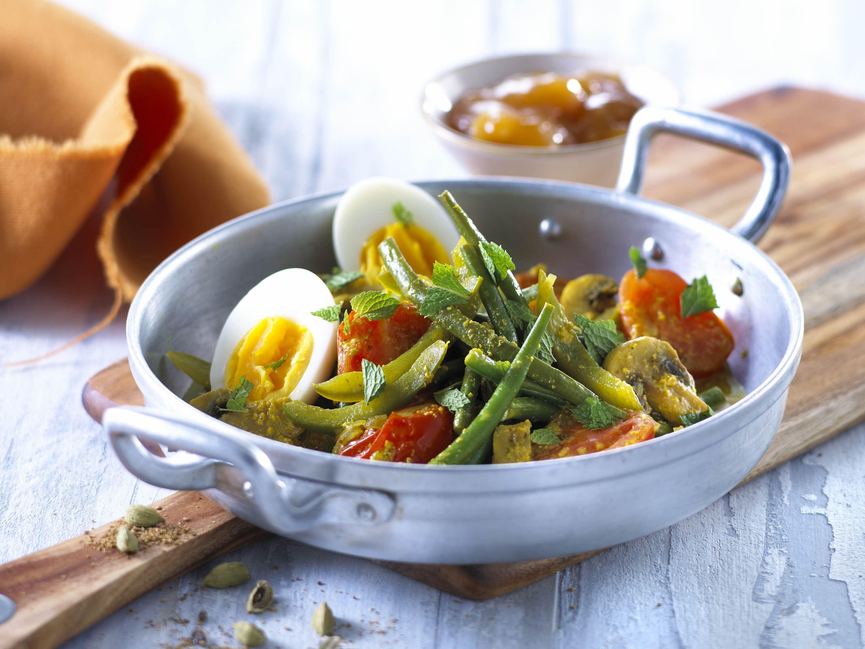 Vegetarisk grøntsagsgryde med yoghurt og garam masala