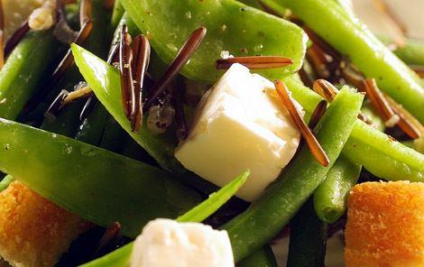 Salat af bønner og vilde ris