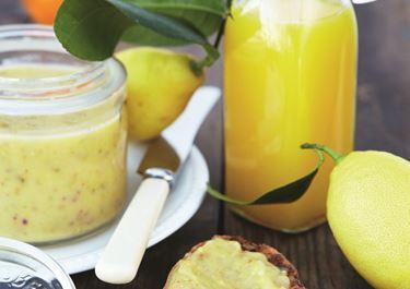 Orange-curd med ingefær og pistacie
