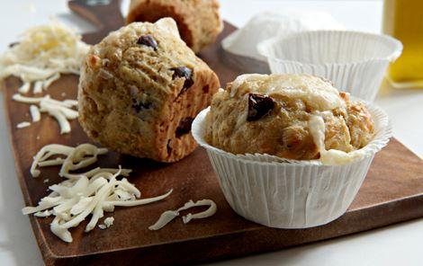 Muffins med ost og oliven