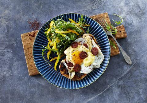 Chorizo og æg på toast