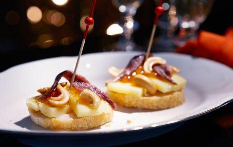 Tapas med ost og ansjoser - pinchos