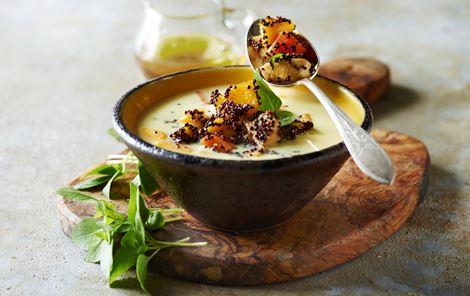 Thaisuppe med mangokrydret quinoa