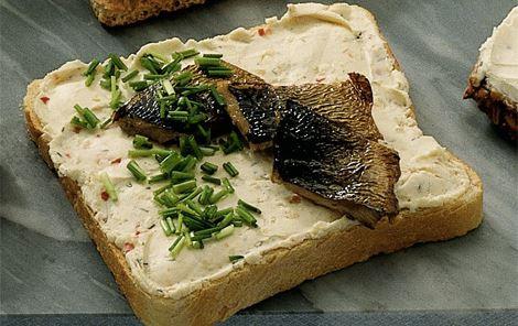 Smørrebrød med flødeost og kippers