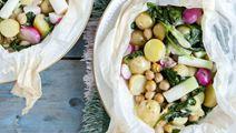 Kartofler en papillotes med aspargessalat