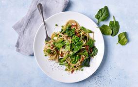 Grøn spaghetti med carbonara inspiration
