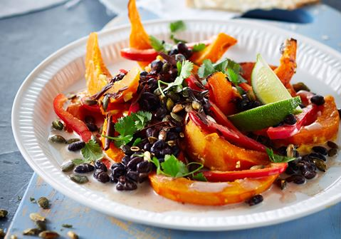 Græskarsalat med sorte bønner