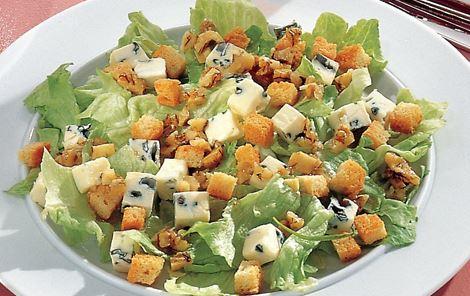 Salat med blå- og hvidskimmelost
