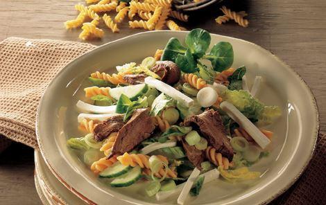 Salat med marineret flanksteak
