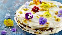 Marengslagkage med chokolade og passionsfrugt