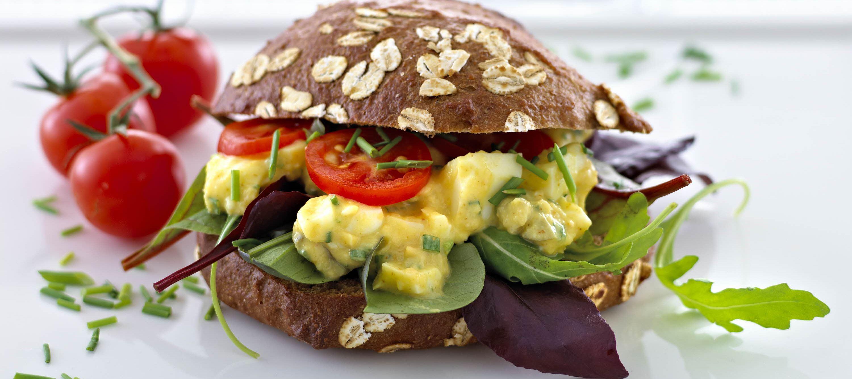 Sandwich med æg- og kikærtesalat