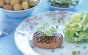 Grillkrebinetter med grønærtesmør og mormorsalat