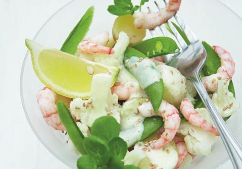 Salat med blomkål, rejer og wasabidressing