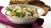 Salat med kartofler, skinke og æbler