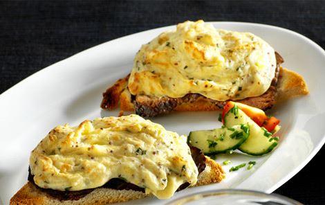 Gratineret sandwich med ost, roastbeef og kartoffel