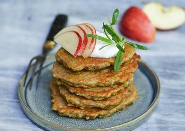 Æble-havrepandekager med rosmarin