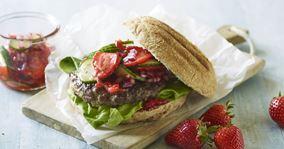 Sommerburger med jordbærsalsa