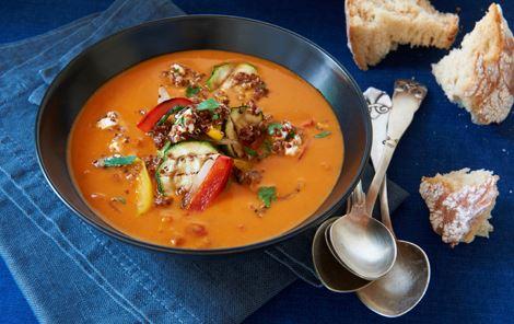 Tomatsuppe med quinoa og grillet grønt