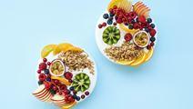 Skyr med frugt og granola