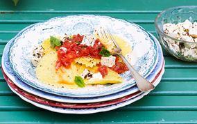 Ravioli med tomatsalsa og salatost