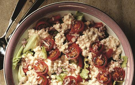 Frokostsalat med hytteost og tomat